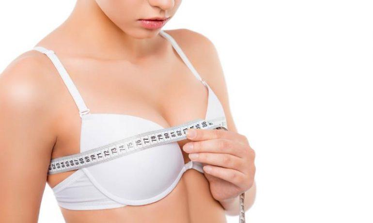 Les chirurgies mammaires chez les femmes dans la vingtaine
