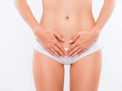 Réduction du capuchon clitoridien